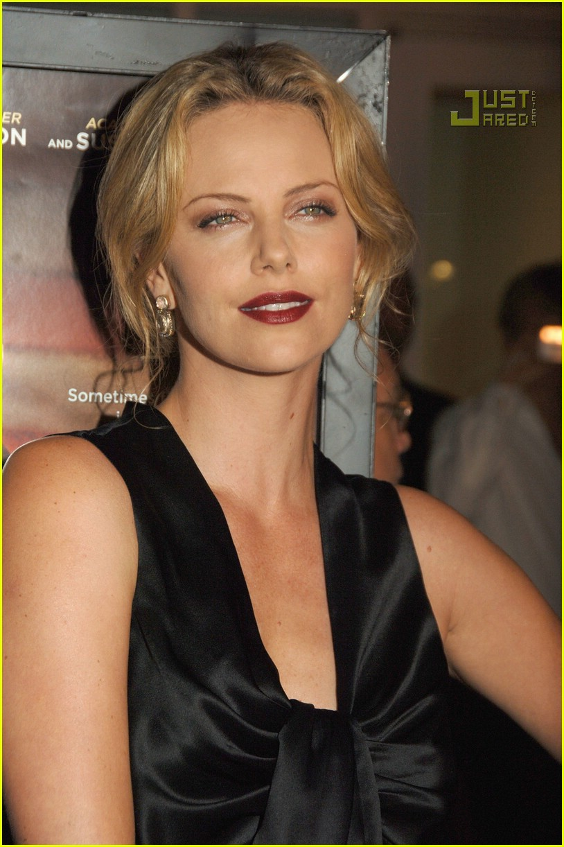 charlize theron in the valley of elah premiere 02
