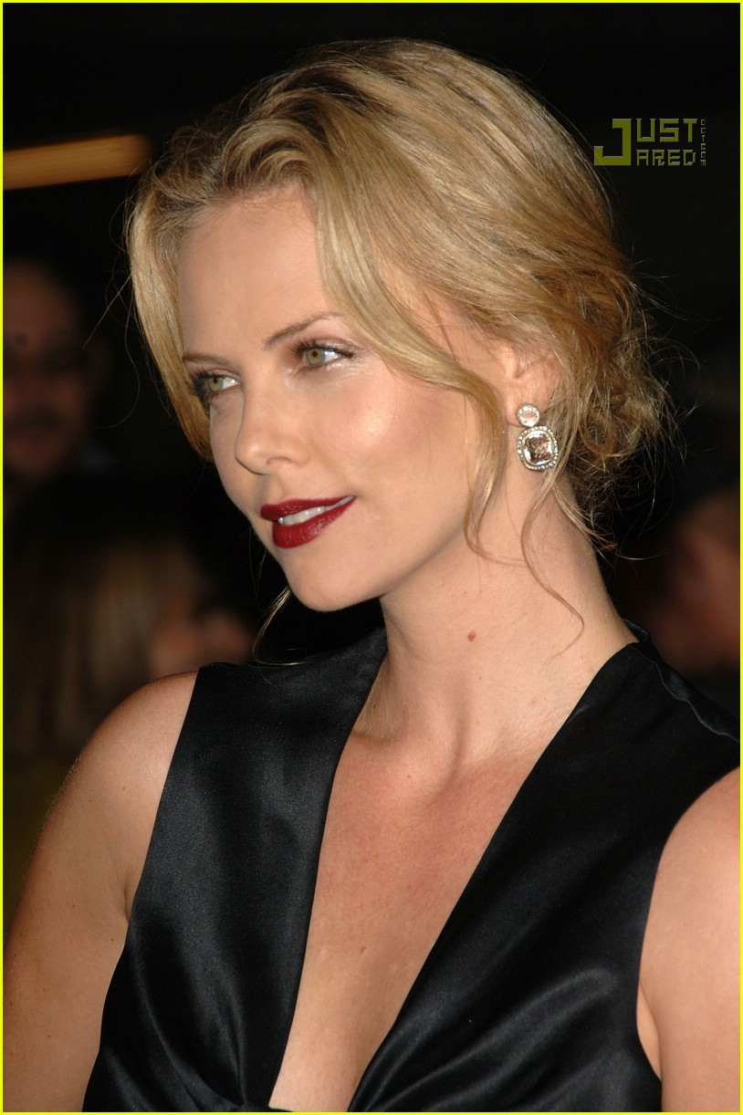 charlize theron in the valley of elah premiere 09