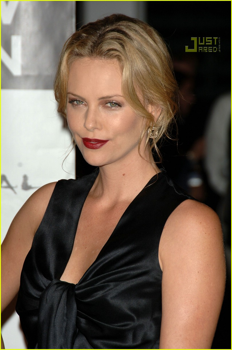 charlize theron in the valley of elah premiere 18