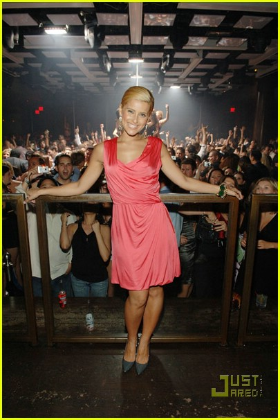 nelly furtado blonde hair 01