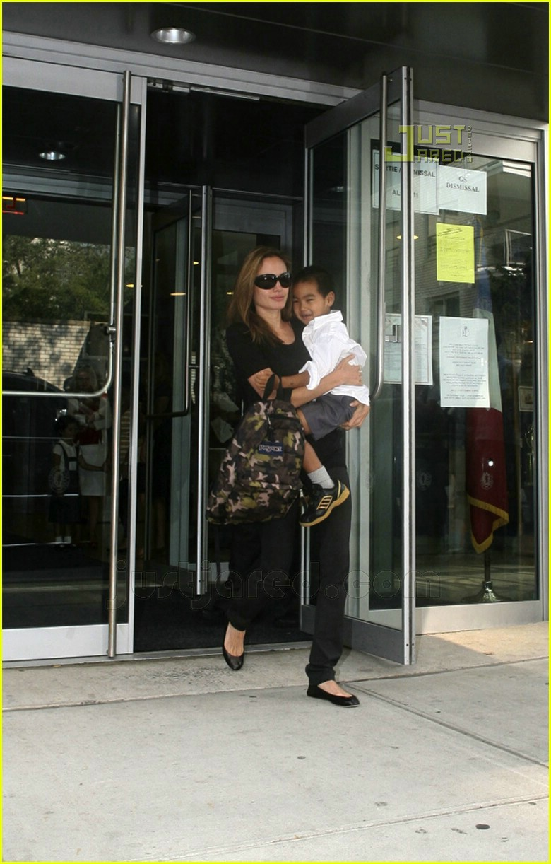 angelina jolie carrying maddox 06