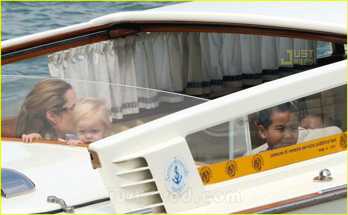 brad angelina water taxi ride 06