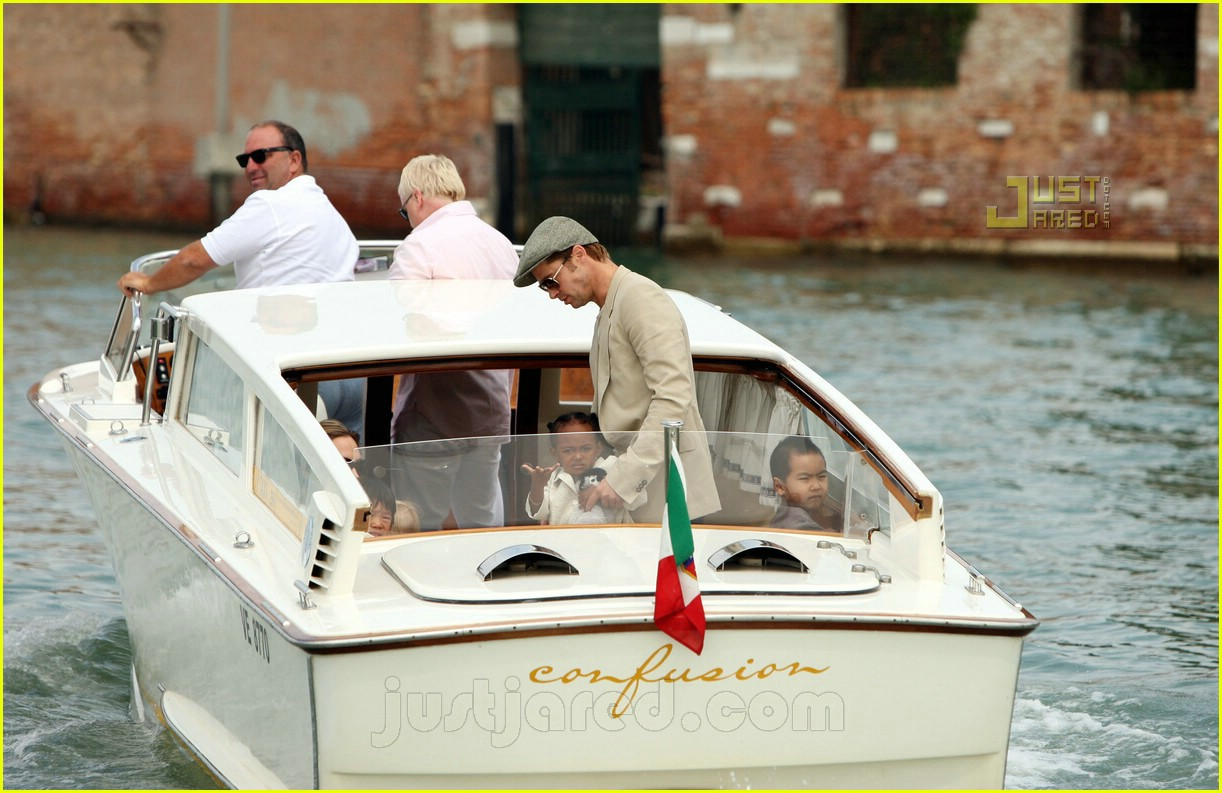 brad angelina water taxi ride 10