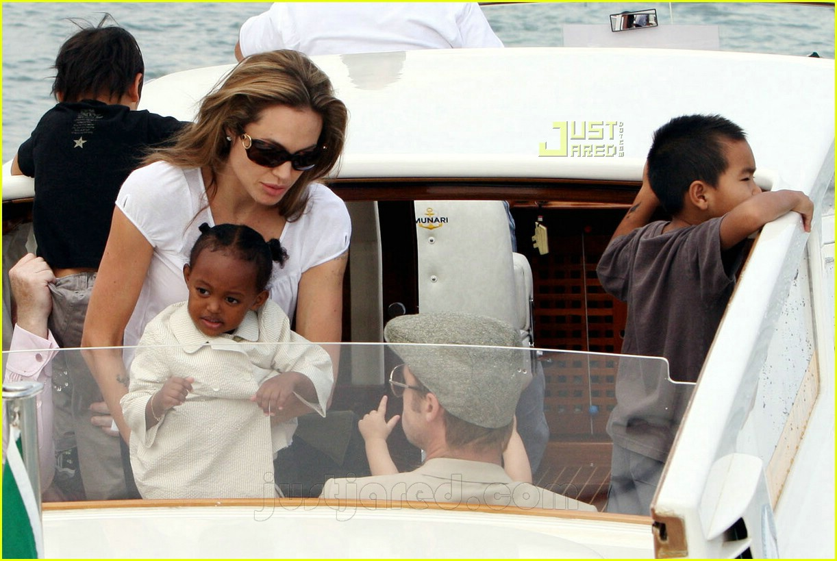 brad angelina water taxi ride 39