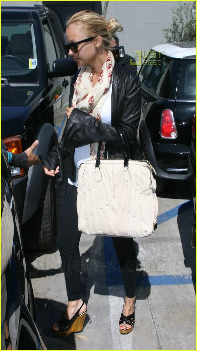 nicole richie pregnant high heels 07 X Factor Christina Aguilera XXX pix. X Factor. Published: 09th December 2010