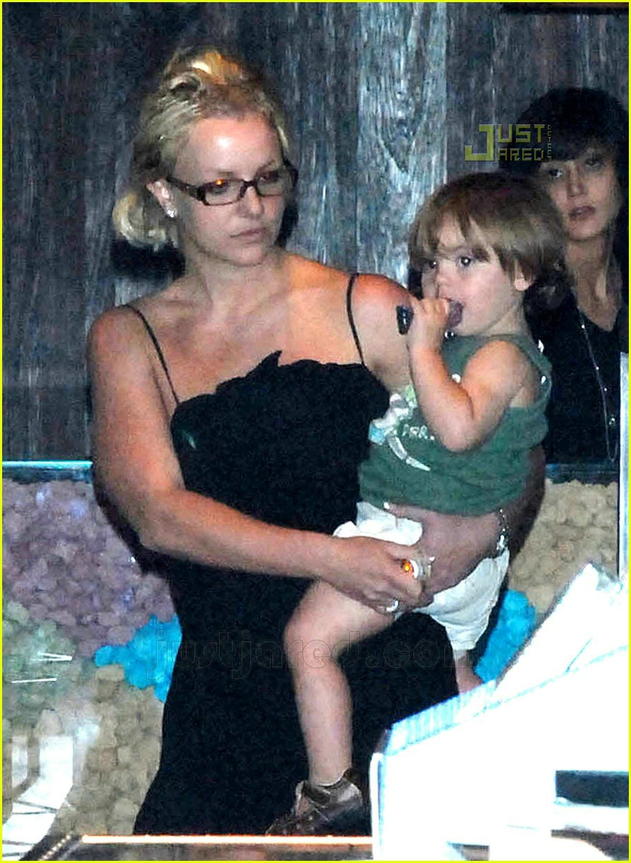 britney spears sean preston shopping 05