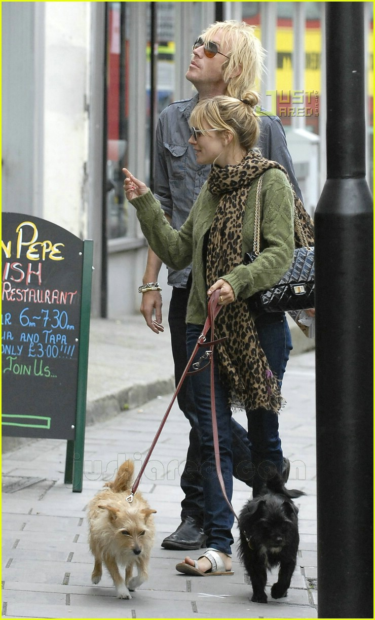 sienna miller rhys ifans 08