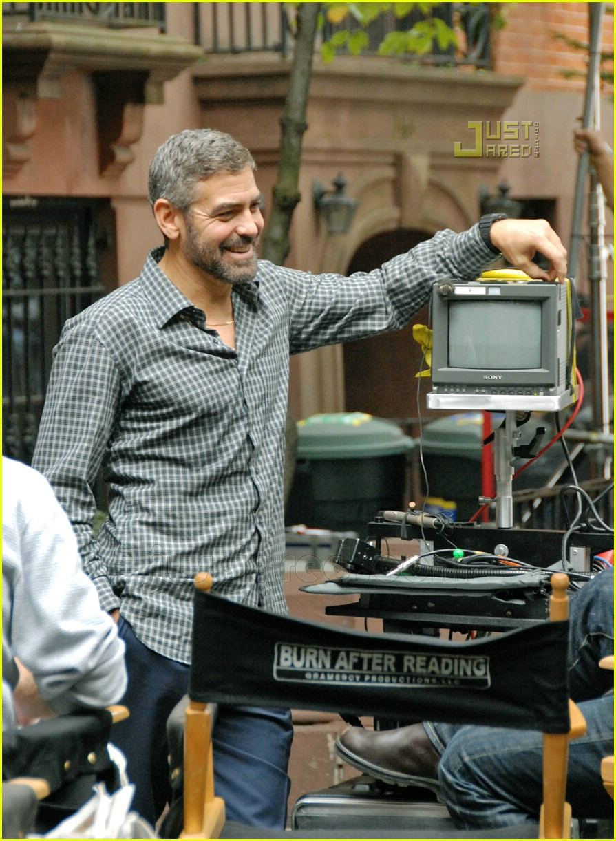 Full Sized Photo of george clooney burn after reading 03 ... Burn After Reading George Clooney