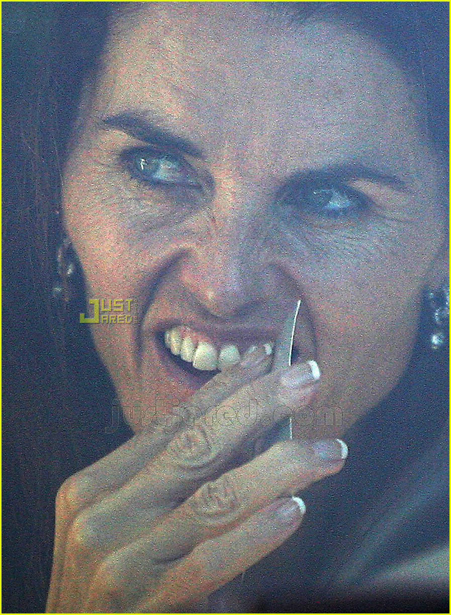 maria shriver picking teeth 10