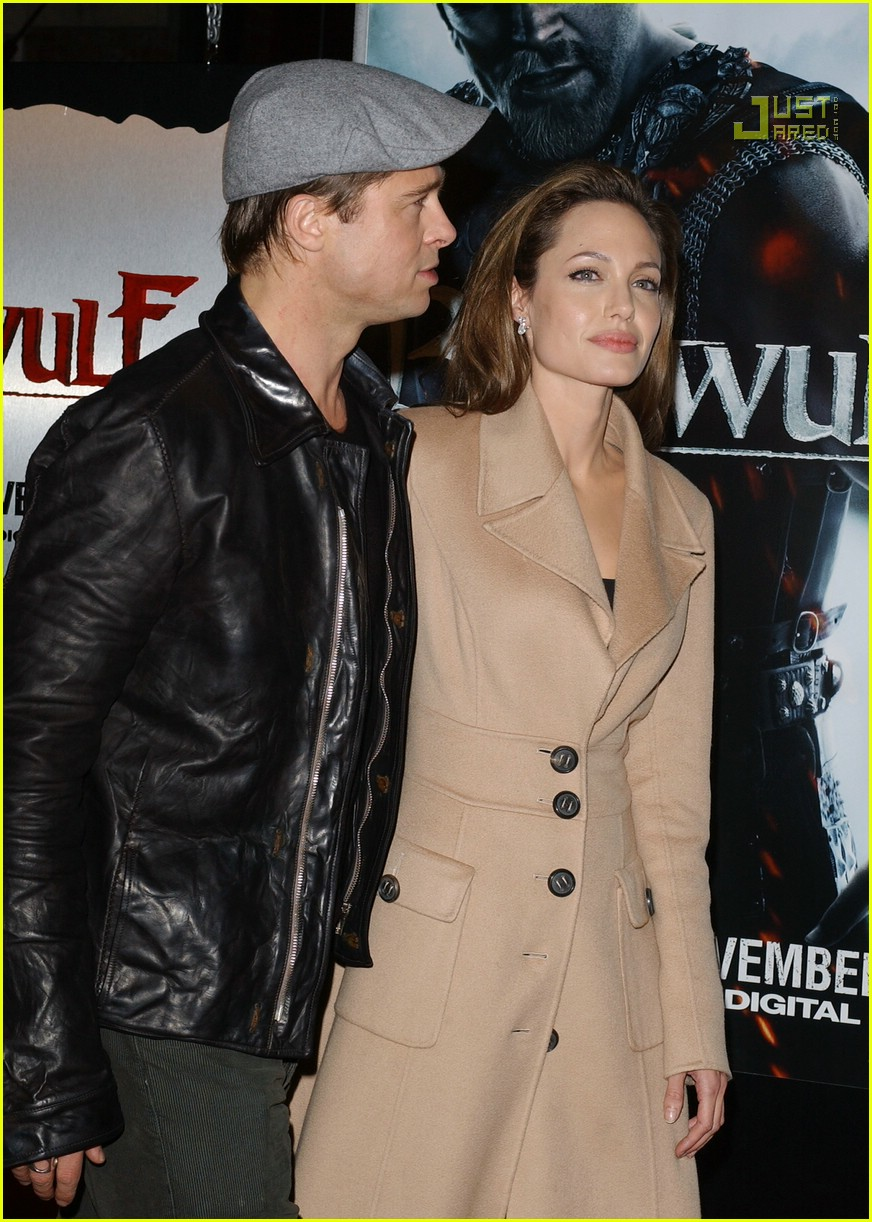 brad kissing angelina beowulf premiere 47711261