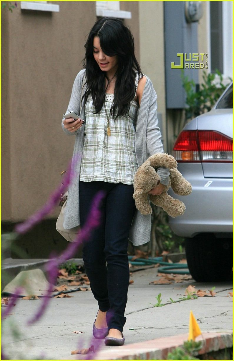 vanessa hudgens teddy bear 06