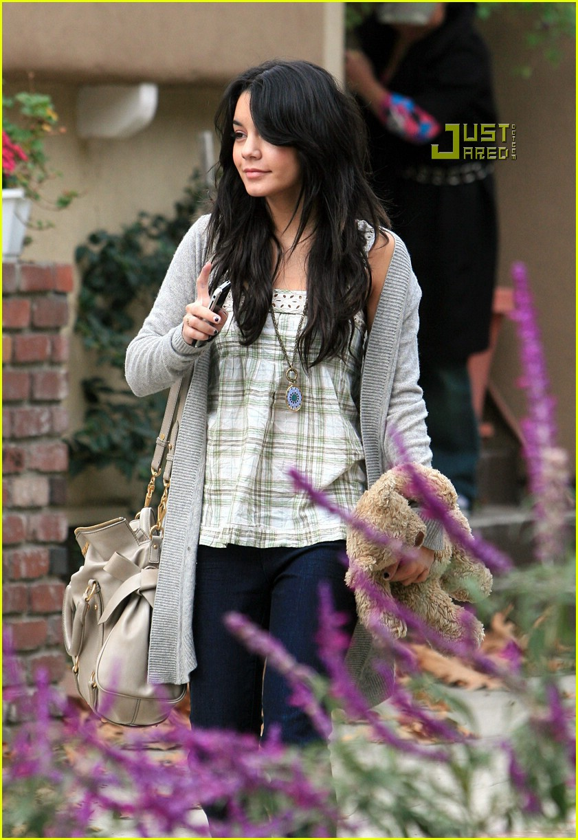 vanessa hudgens teddy bear 08