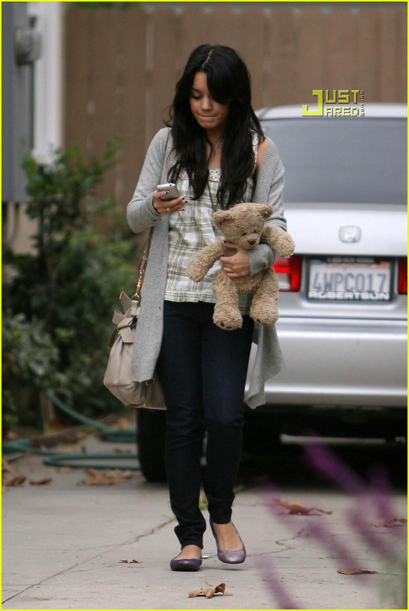 vanessa hudgens teddy bear 09