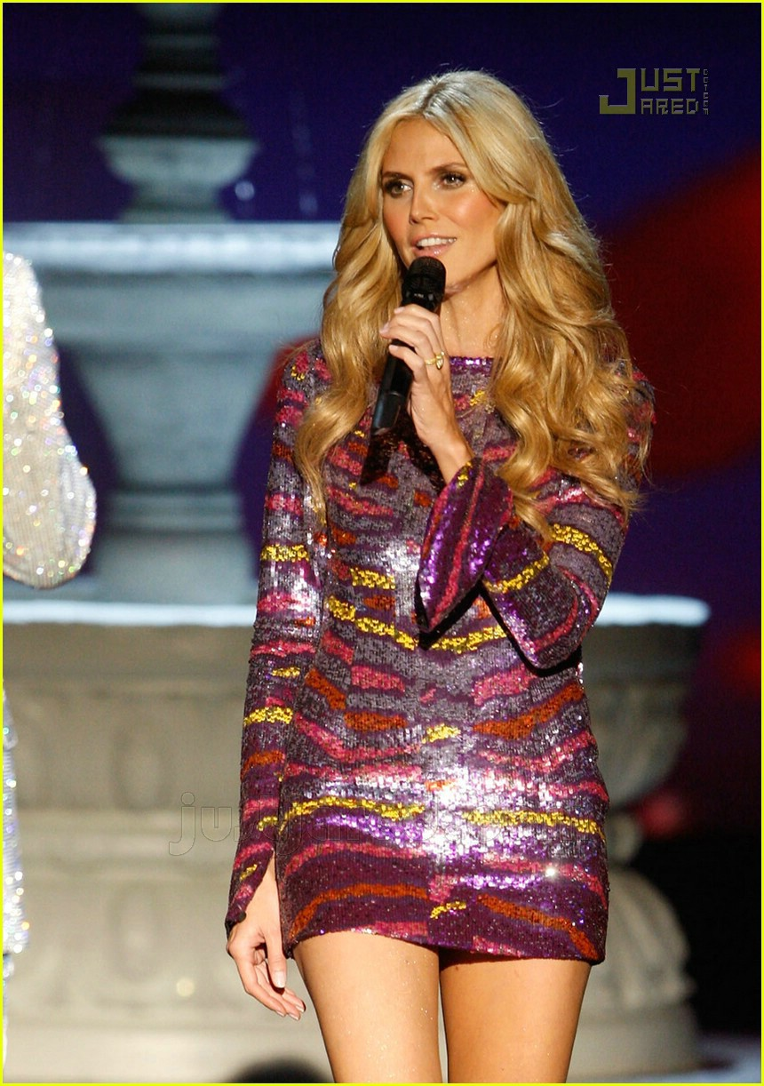 heidi klum seal sing vs fashion show 01737611