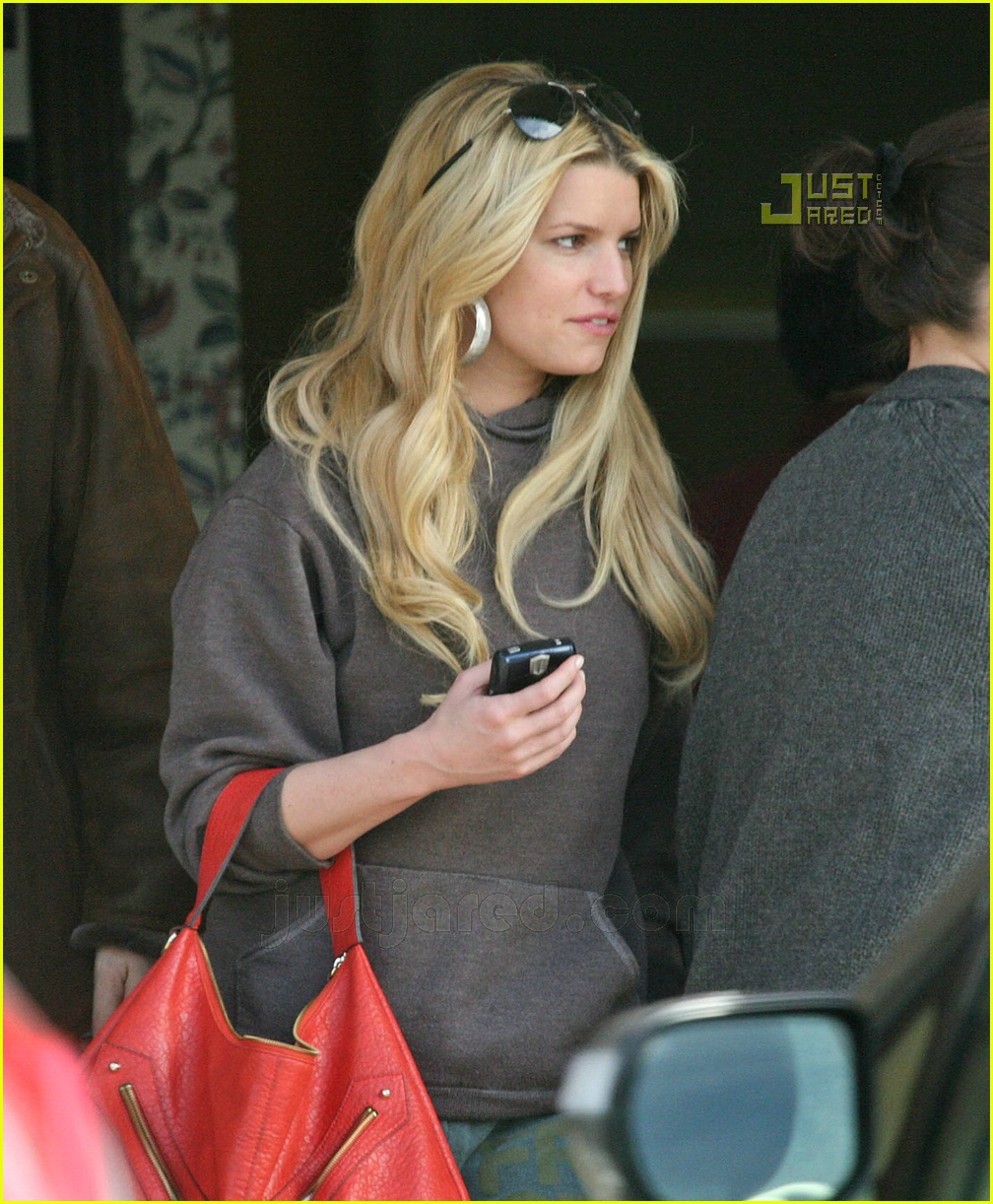 jessica simpson laying low 25812761