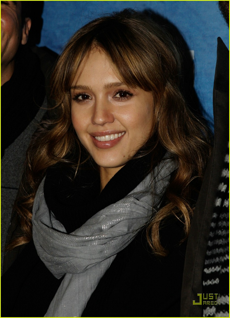 jessica alba breastfeeding 18