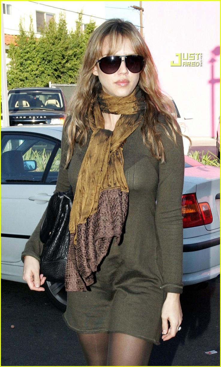 Jessica Alba Checks Out Door Store Photo 865011 Jessica