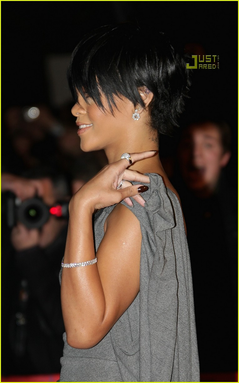 rihanna super short hair 16
