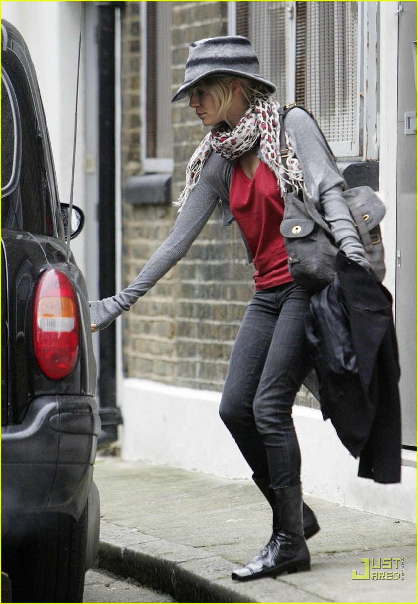 sienna miller professional dog walker 03