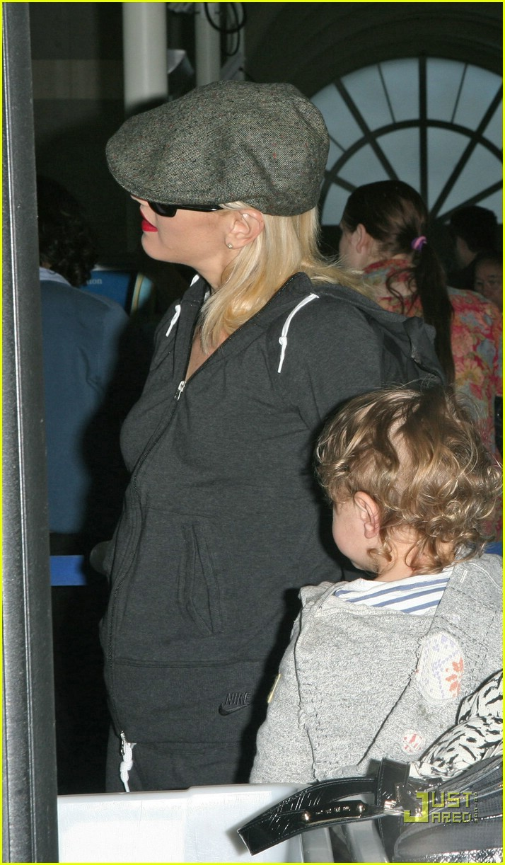 gwen stefani baby on board 15