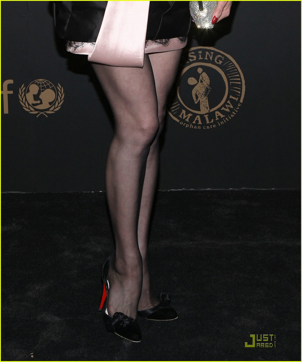 dita von teese night to benefit raising malawai unicef 02