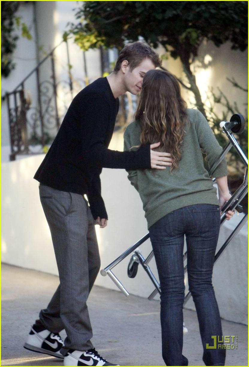 Hayden Christenen Kisses a Girl (Not Rachel Bilson ...