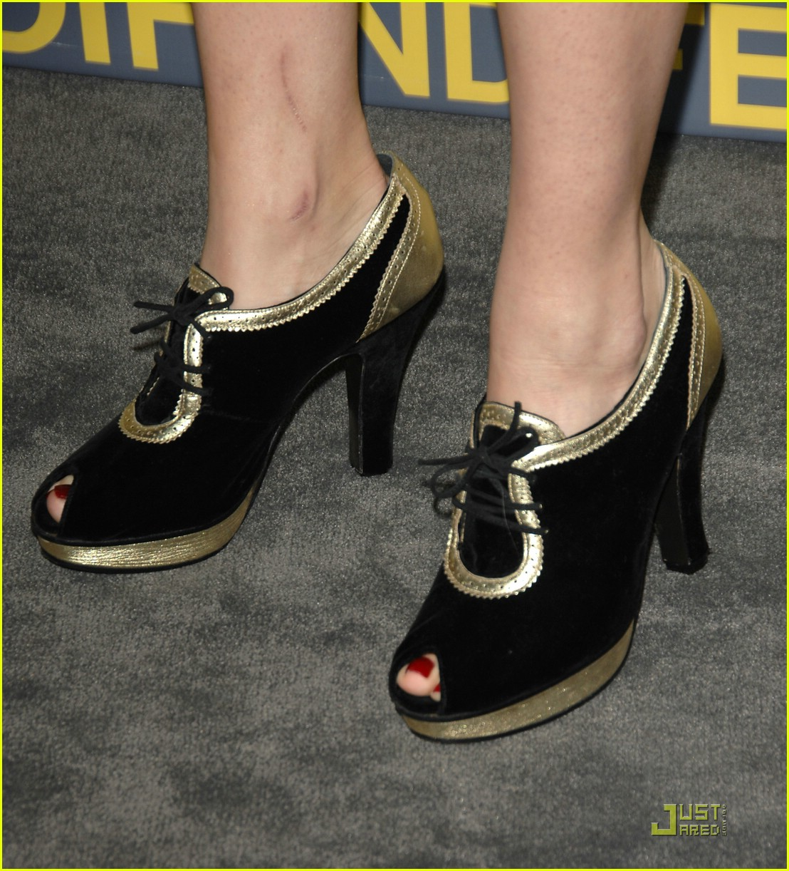 mandy moore fendi 04931811