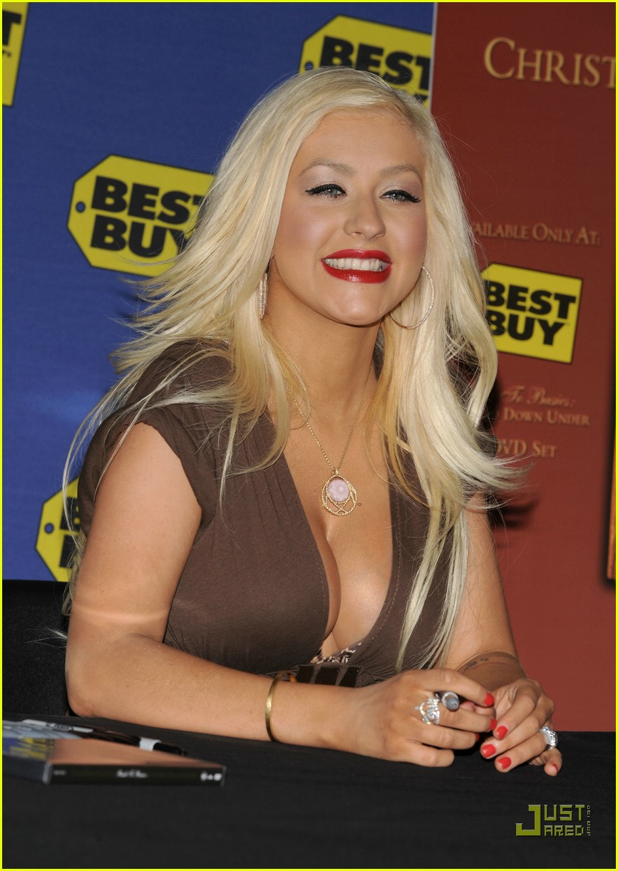 christina aguilera post pregnancy body 35