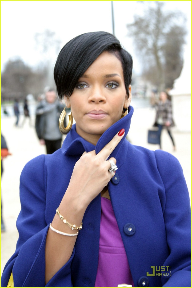rihanna paris fashion week 01