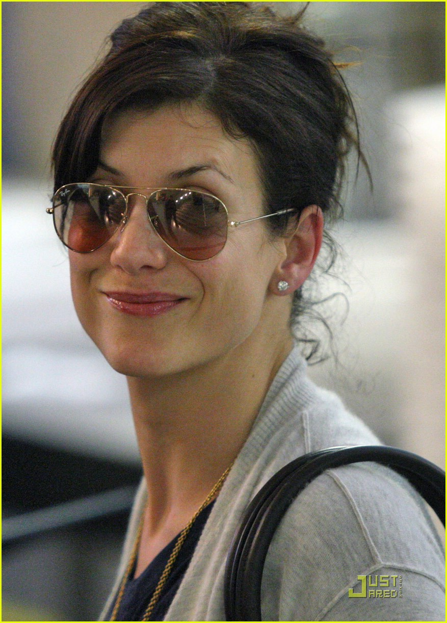 kate walsh airport security 01