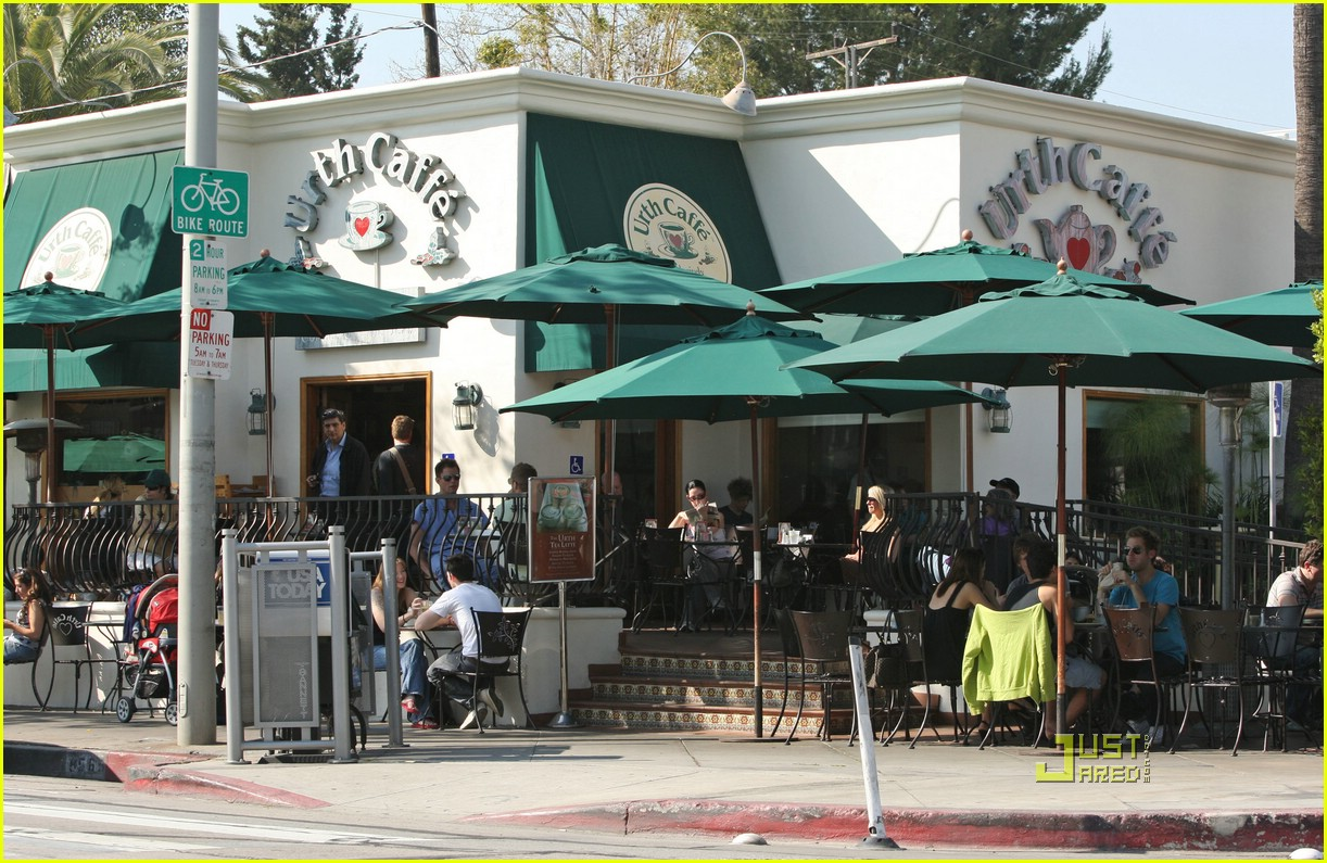 josh groban urth caffe 05