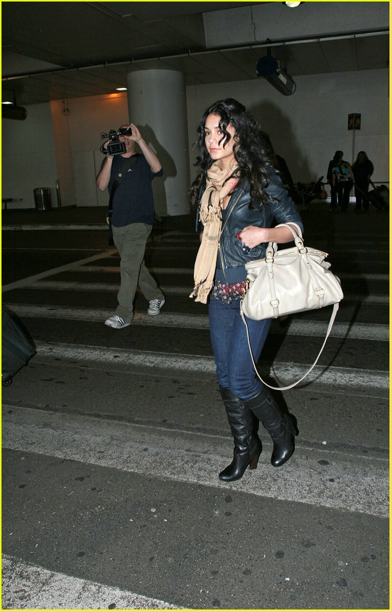 vanessa hudgens lands lax 04