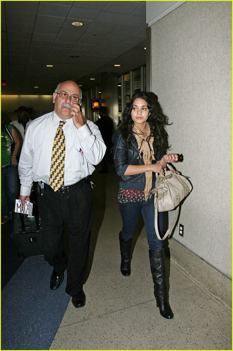 vanessa hudgens lands lax 05