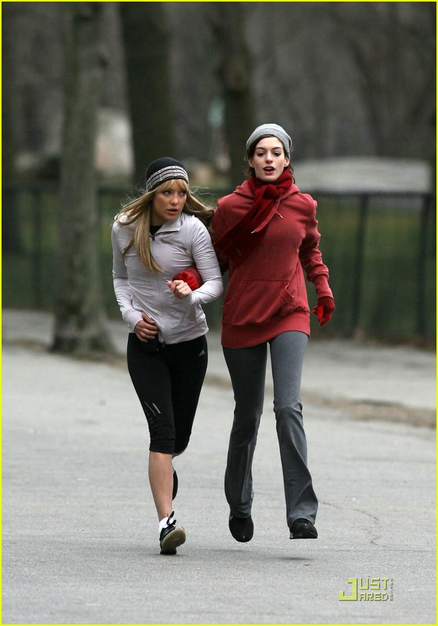 anne hathaway kate hudson running 38 Anne Hathaway