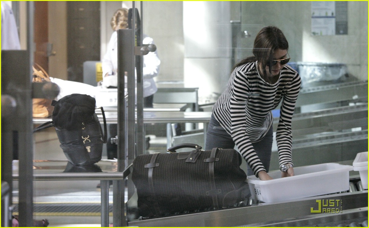 miranda kerr lax airport 18