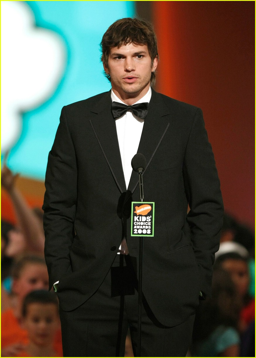 ashton kutcher 2008 kids choice awards 02