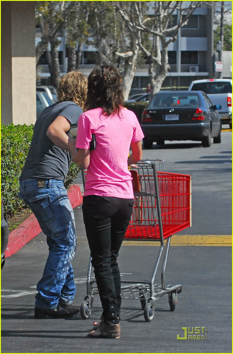lena headey grocery shopping 01