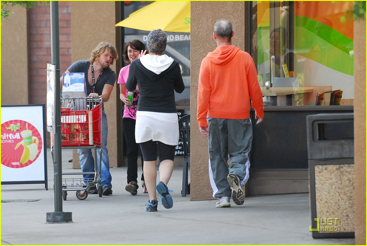 lena headey grocery shopping 02