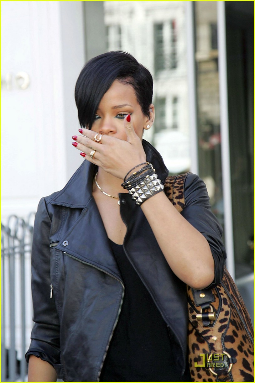 rihanna louis vuitton eyes 05