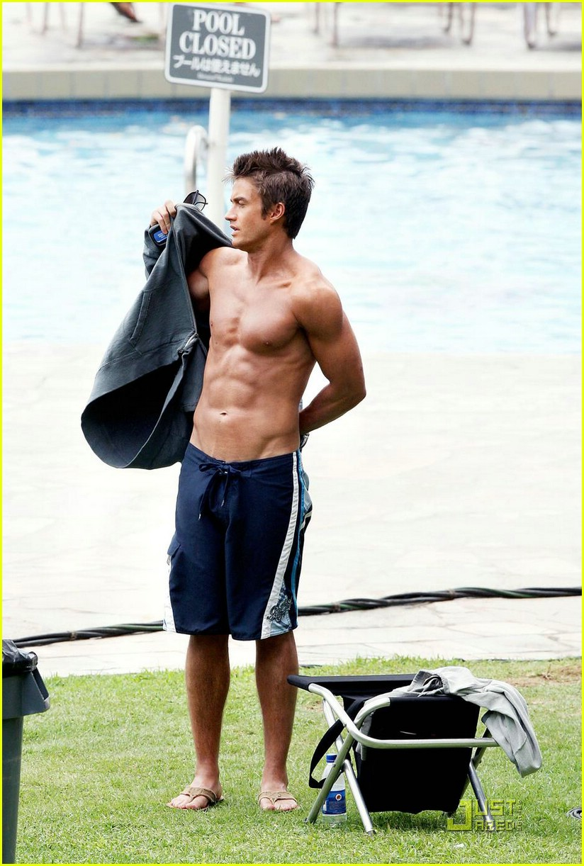 robert buckley hot hawaii 01