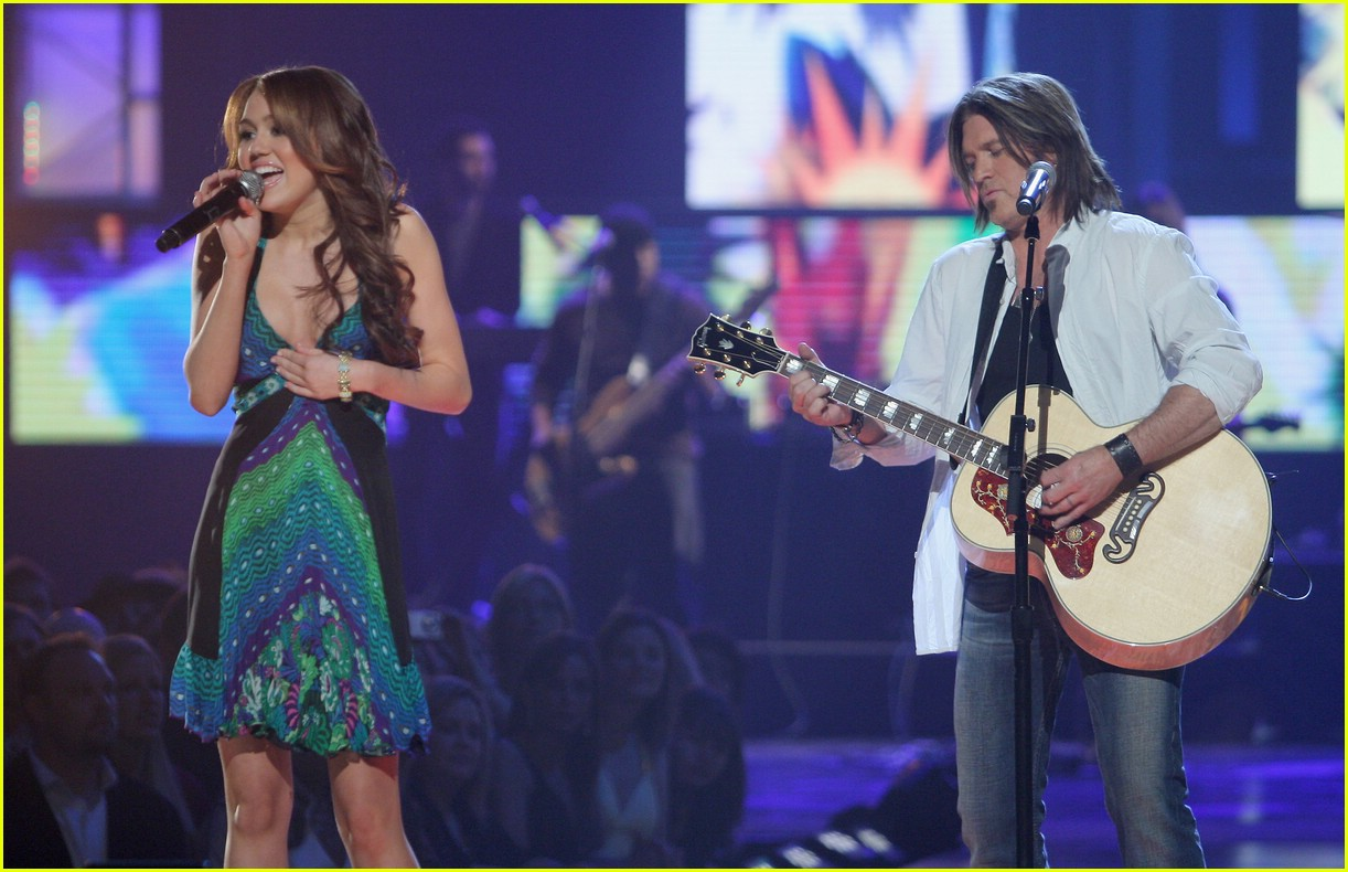 miley cyrus cmt performance 2008 171066821