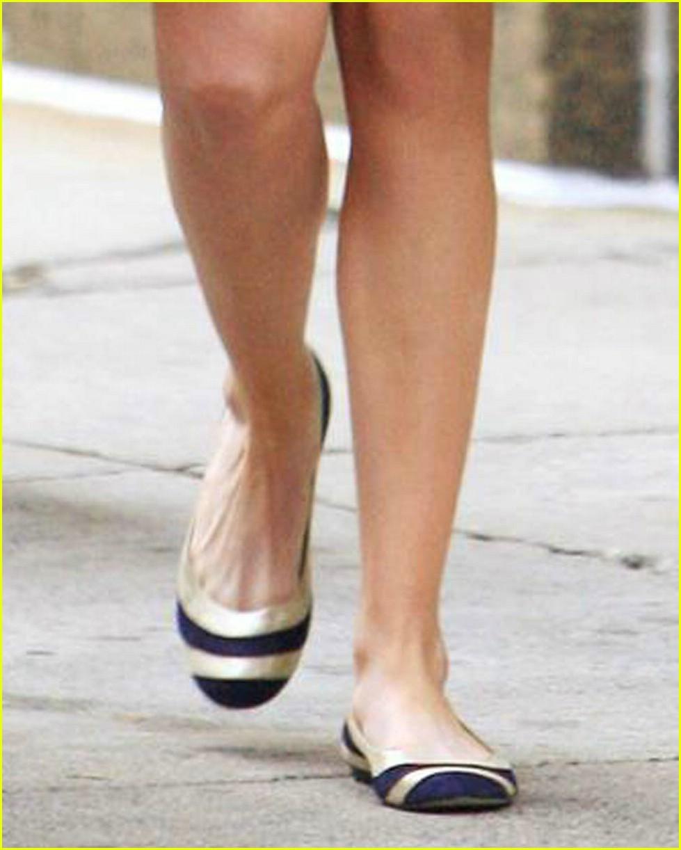 Anne Hathaway Bride Wars: Anne Hathaway Is Waiting To War: Photo 1057451