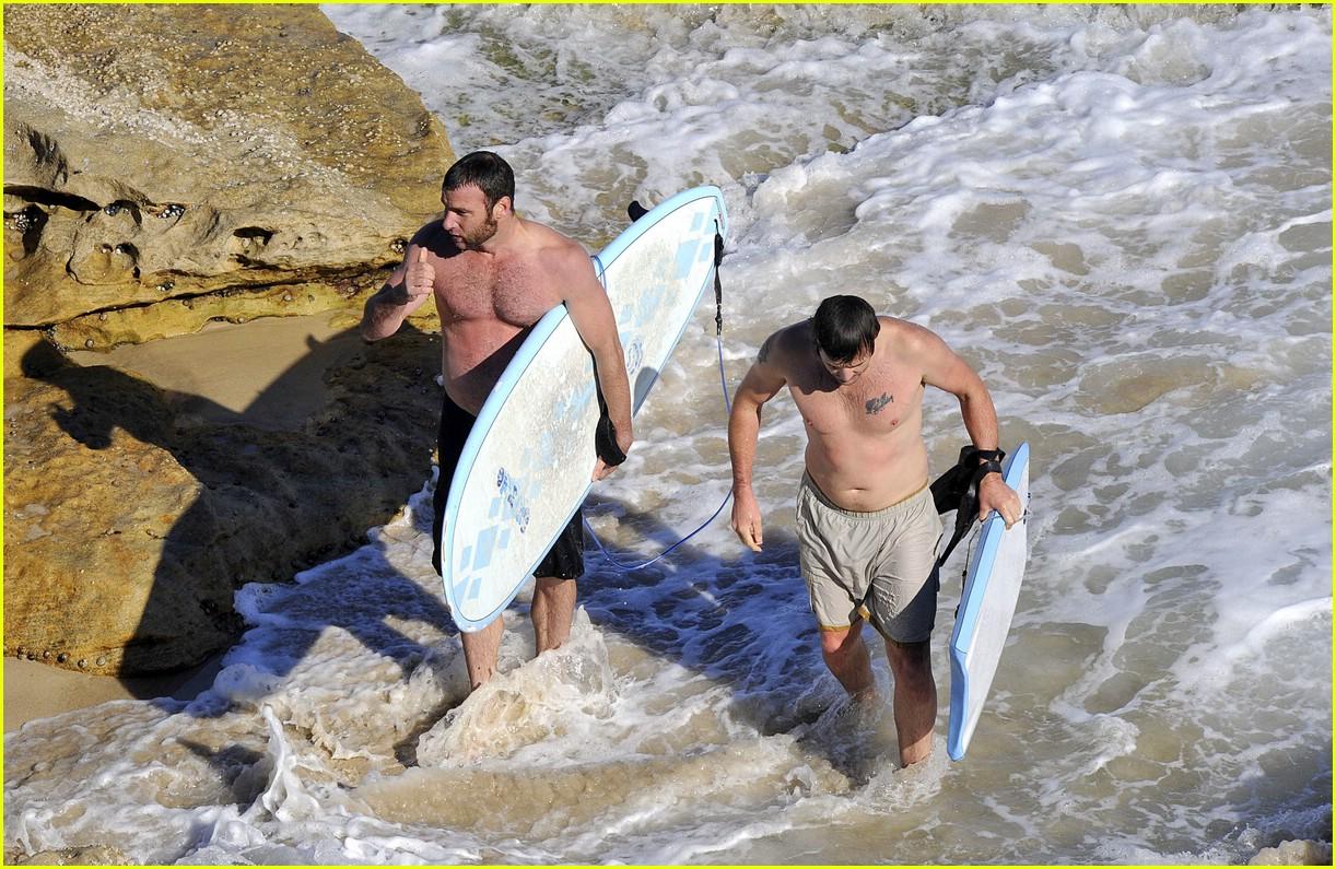 liev schrieber surfing 02