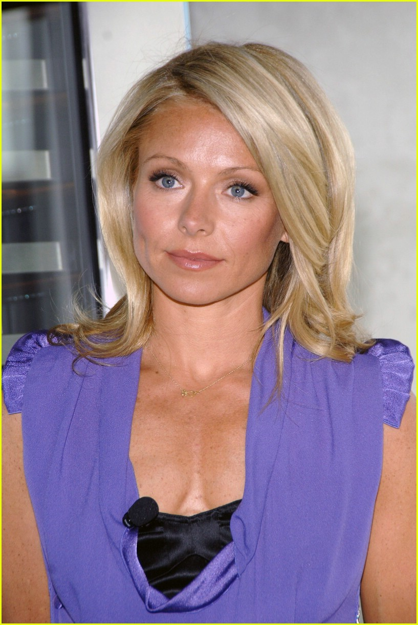 Kelly Ripa is an Elegant Electrolux Lady