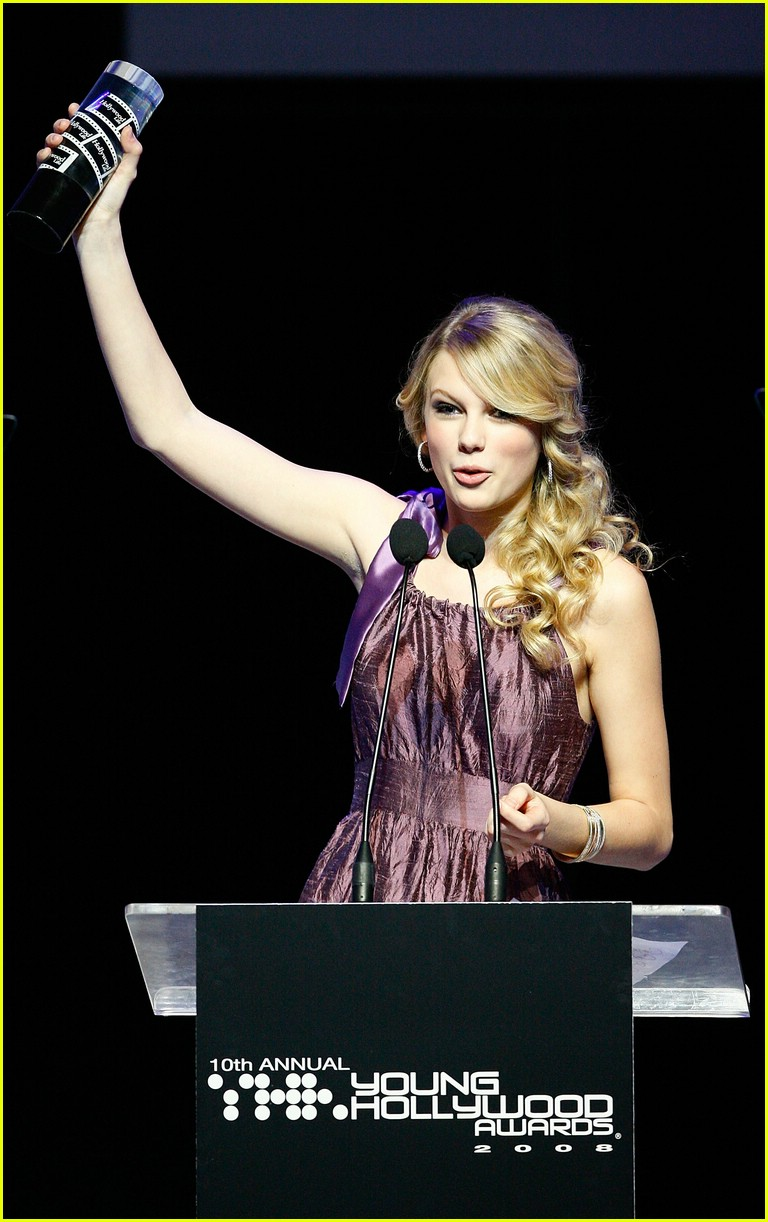 taylor swift young hollywood awards 011094471