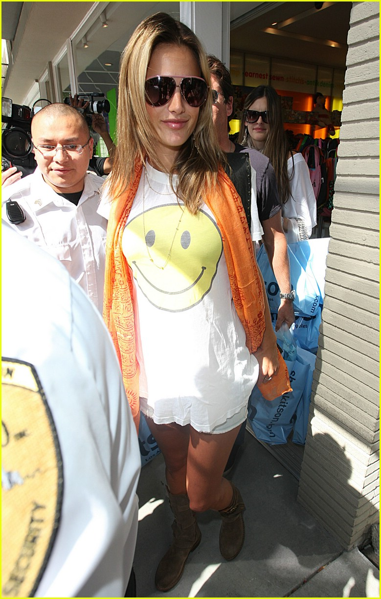 alessandra ambrosio smiley face 105