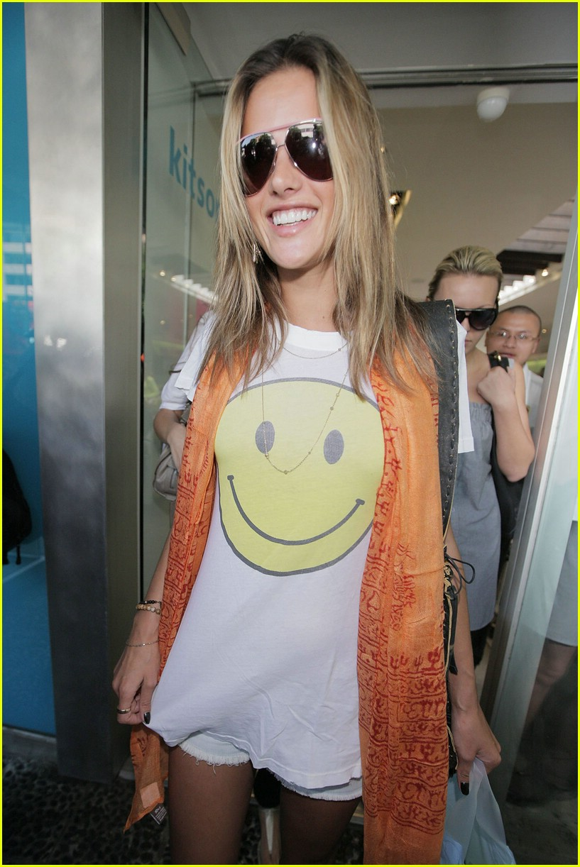 alessandra ambrosio smiley face 831107441