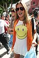 alessandra ambrosio smiley face 02