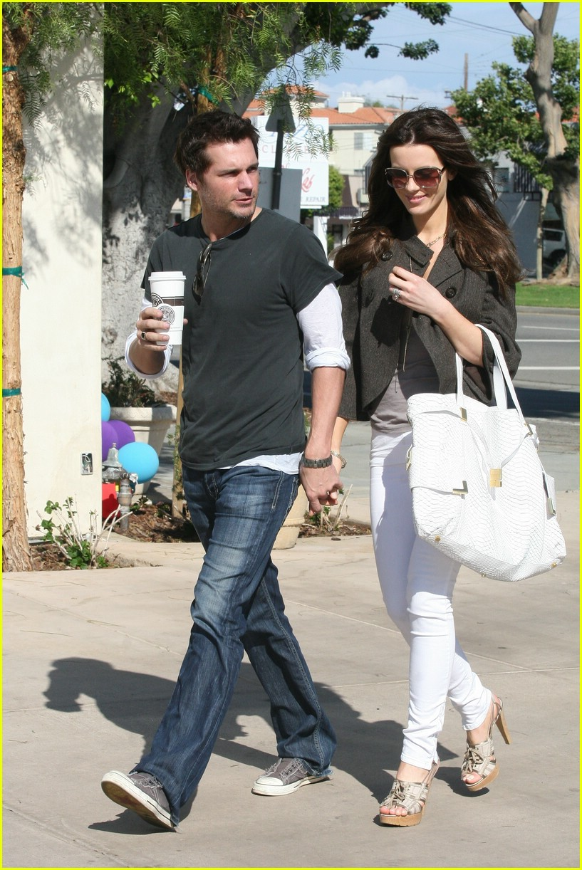 kate beckinsale starbucks star 01
