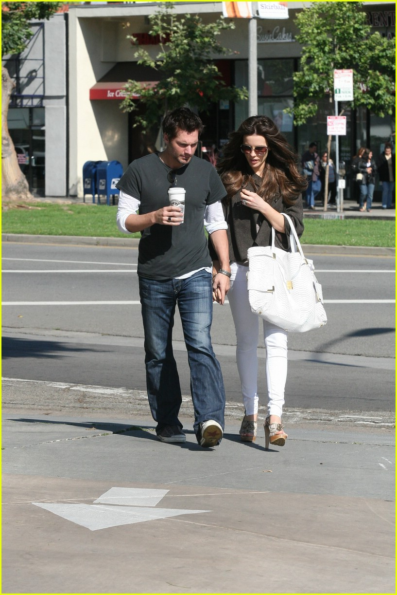 kate beckinsale starbucks star 11